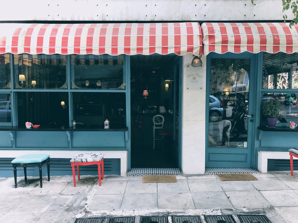 Petit Fleur café, also offering a nice garden by Proskopon square