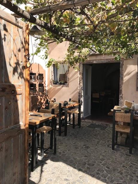Meze meze patio in Finikia