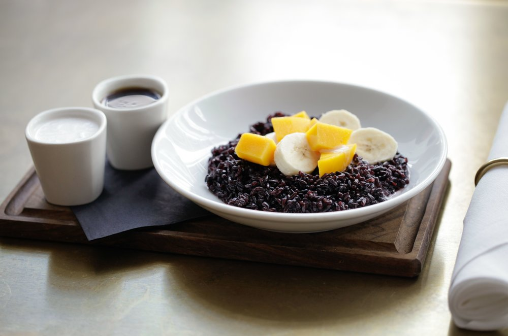 Healthy eating at 26 grains - Dish of black rice and exotic fruit