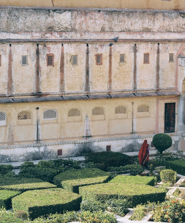 Saffron archways, narrow secret doors, sprawling gardens, and a mirror pavillion are all within the walls of the Amer Fort