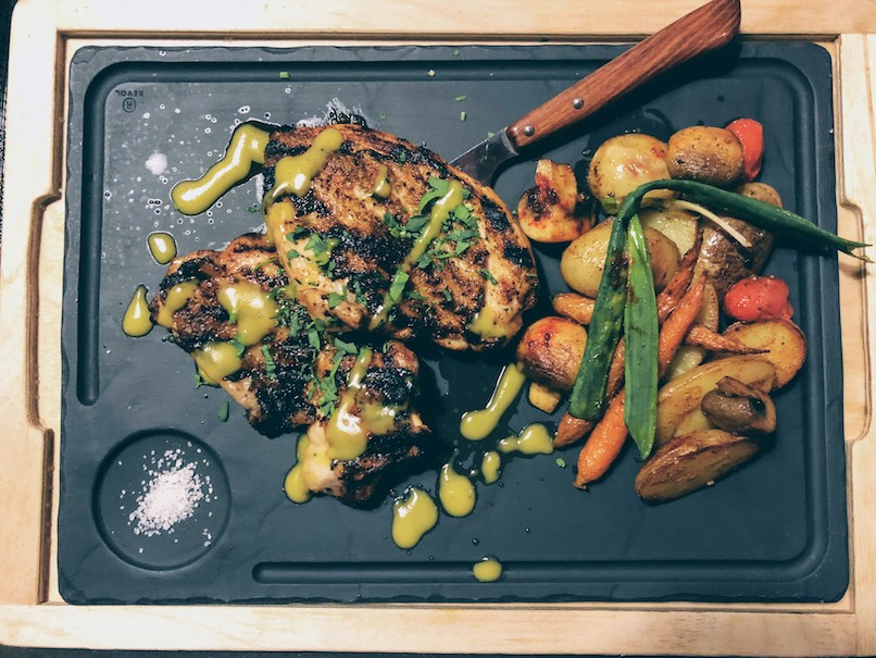 Grilled chicken with lemon and mustard zest and grilled vegetables