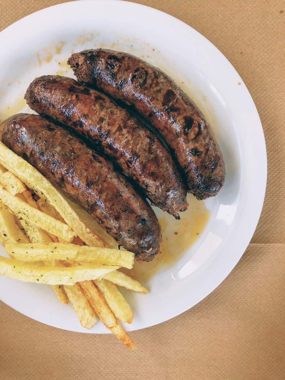 Country sausages with fried potatoes
