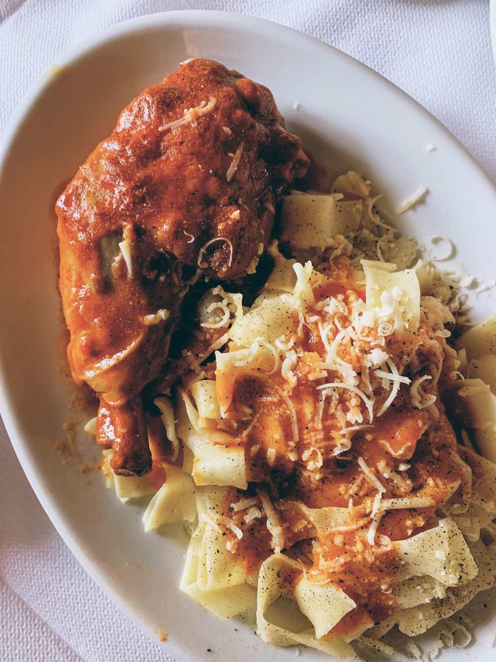 Rooster in red sauce with hylopittes