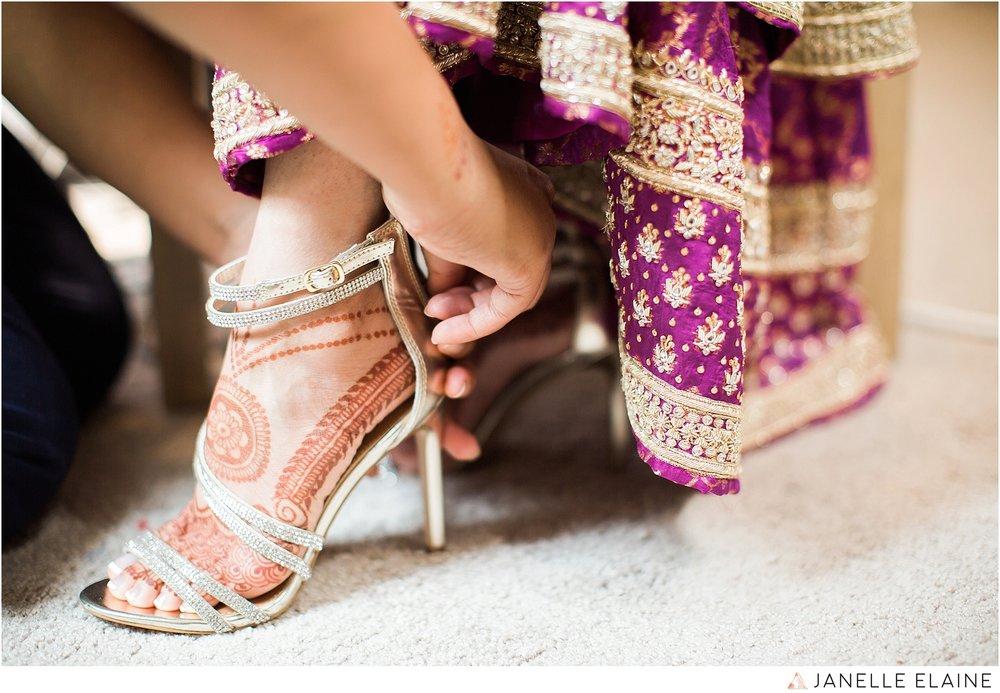 janelle elaine photography-the club at snoqualmie ridge-washington-wedding-photography-prep-31.jpg