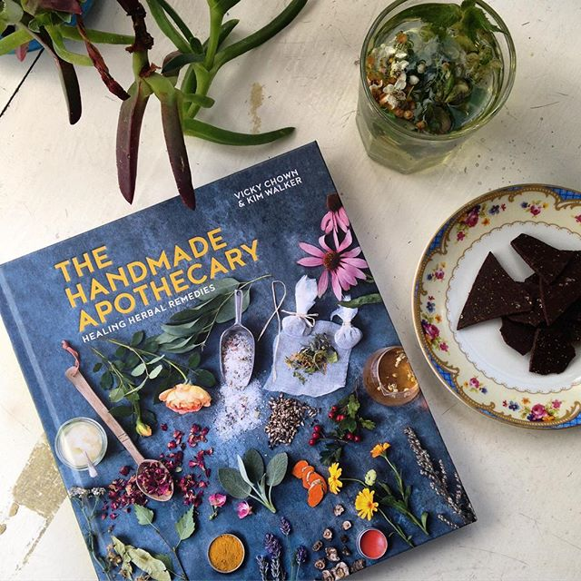 #afternoontea with #nettleseed chocolate bark, #hawthorn & #whitedeadnettle infusion and this wonderful book by @handmade_apothecary - a good read and great collection of healing and nourishing recipes