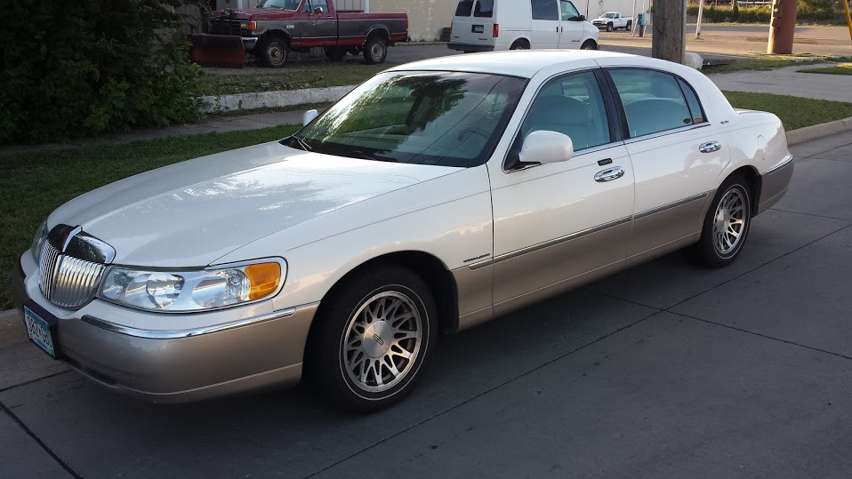 2002 Lincoln Town Car Sold