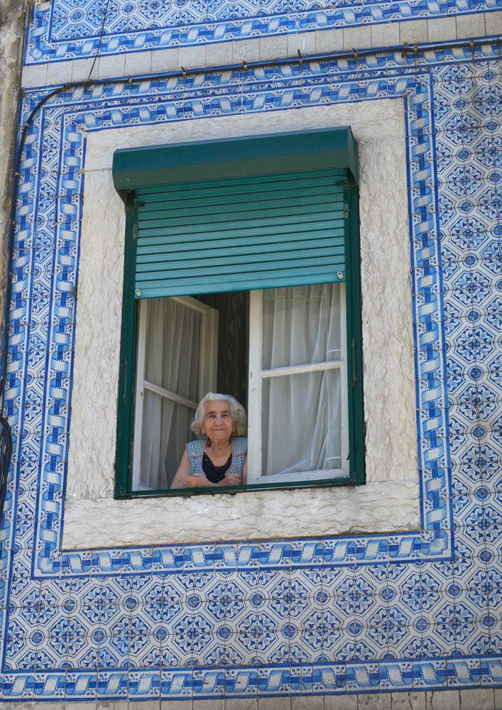 Windowed_Woman_Lisbon.jpg