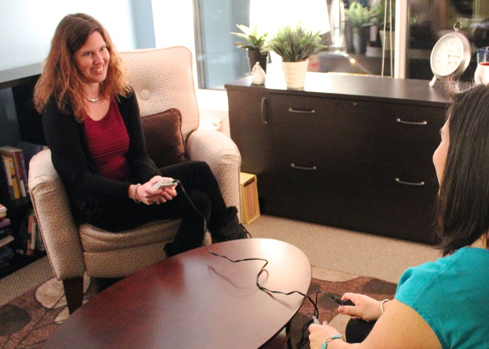 Dr. Katie Godfrey demonstrating the gentle vibration option for bilateral stimulation