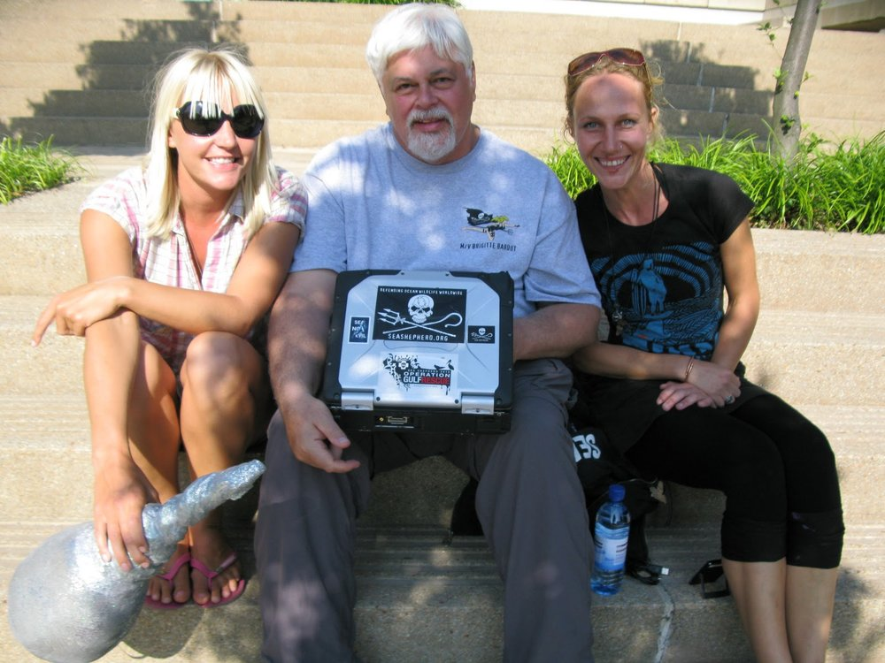 W4W Co-founders Nat + Nori, with Paul Watson, founder of Sea Shepherd