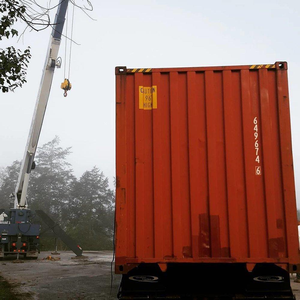 foggy_container_crane_unload
