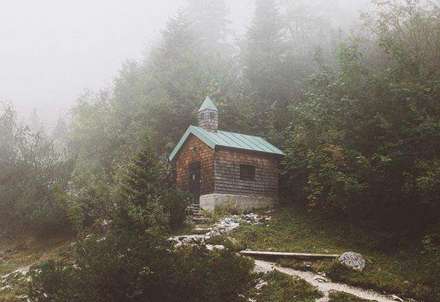 Cute chapel on a foggy morning high up in the forest 🏡