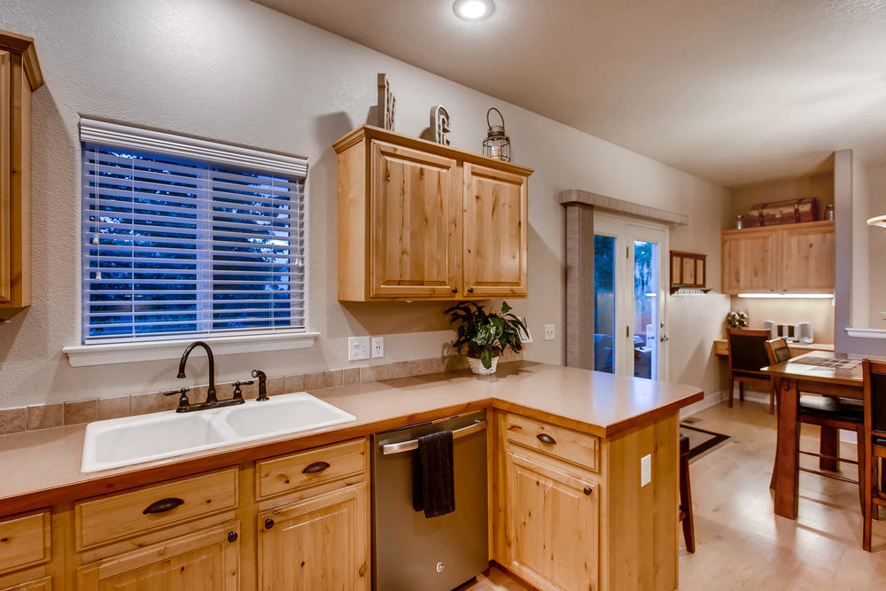 3119 57th Ave Greeley CO 80634-010-31-Kitchen-MLS_Size.jpg