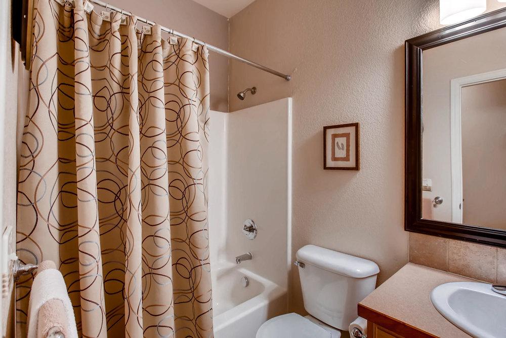 3119 57th Ave Greeley CO 80634-020-18-Bathroom-MLS_Size.jpg