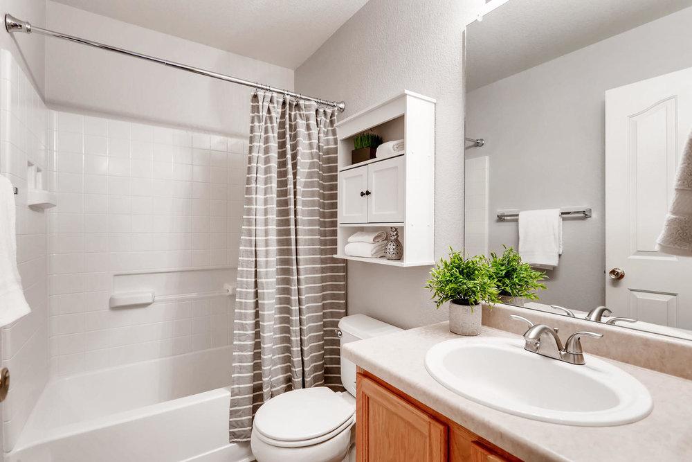 3925 Beechwood Ln Johnstown CO-030-14-2nd Floor Bathroom-MLS_Size.jpg