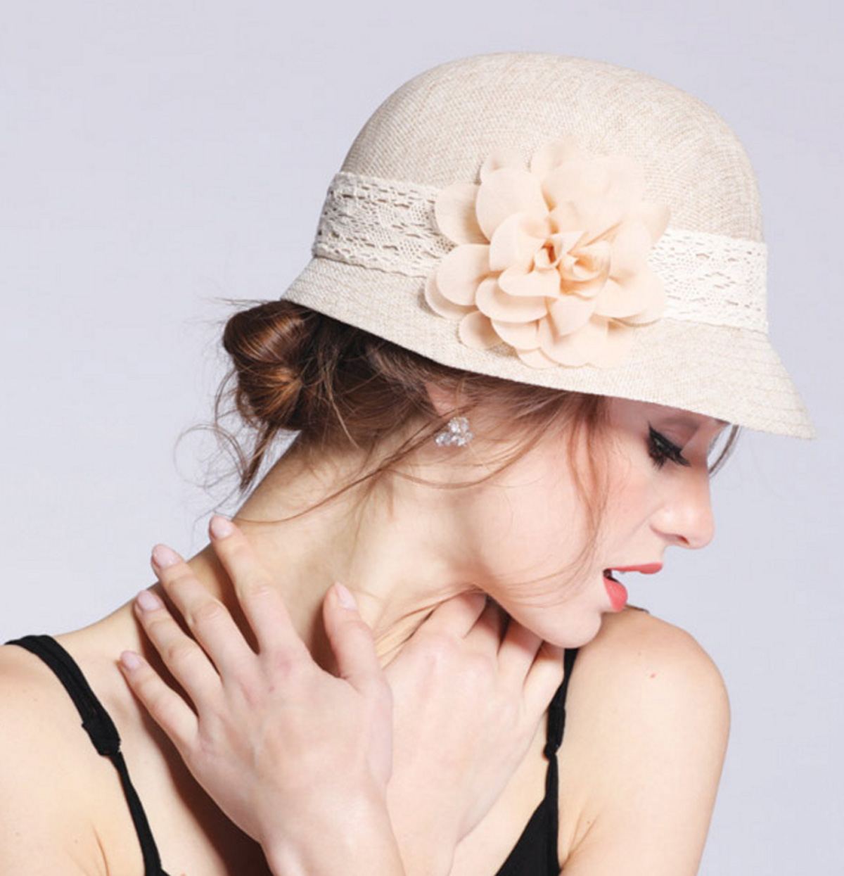 Women s Gatsby Linen Cloche Hat With Lace Band And Flower — MirMaru ecdc9ad10131