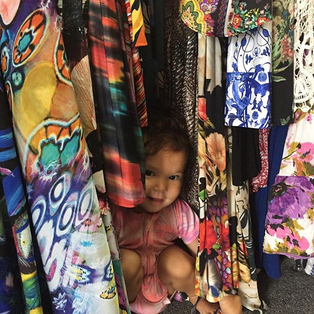 Find the toddler! One of my favourite places for my little ones to hide is in my dresses. I have to admit it's my favourite place too! #nail_snail_baby #peekaboo #lovethatsmile #hideandseek #sachadrake  #iloveagoodprint #bondsbaby