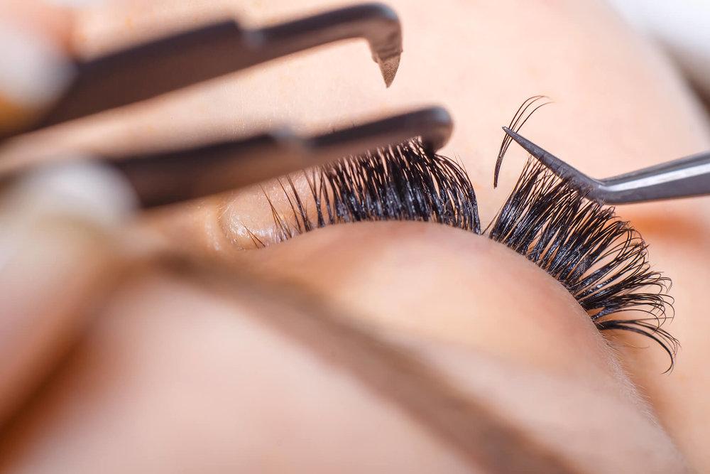 eyelash extensions close.jpg