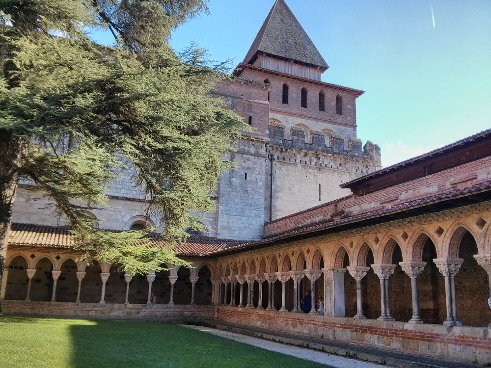 Saint-Pierre abbey, Camino de Santiago,  ©  Anabel Roque Rodriguez