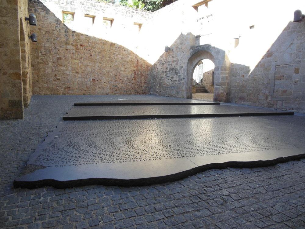 Joseph Kosuth, Rosetta Stone, Figeac, Camino de Santiago,  ©  Anabel Roque Rodríguez