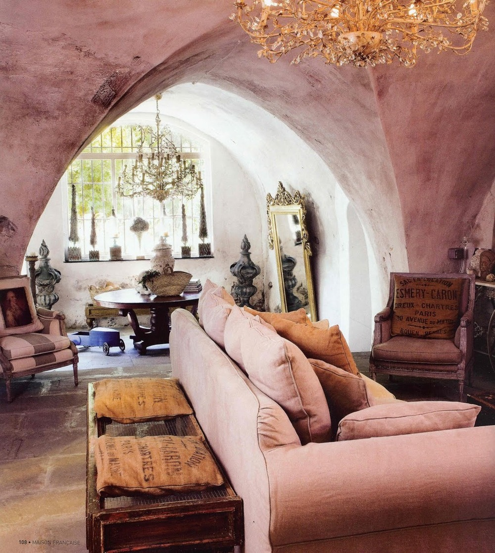 thegiftsoflife: thegiftsoflife: interiorvoyeur: funinmynewhouse: anotherboheminan: linneashage: room269: Sarah Klassen/Haute Design What a brilliant design! The juxtaposition of the traditional lines and comfort of the decor with the hardness of the architecture creates a lively dynamism.