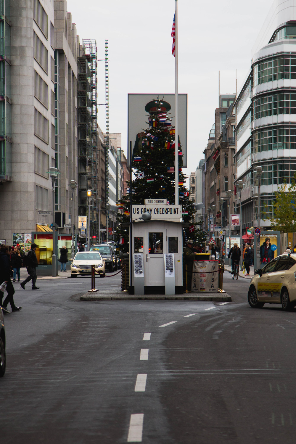 Checkpoint Charlie Distance - Checkpoint Charlie, Berlin, Germany 02/12/2015