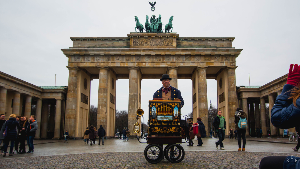 Street Performer & Gate - Brandenburg Gate, Berlin, Germany 02/12/2015