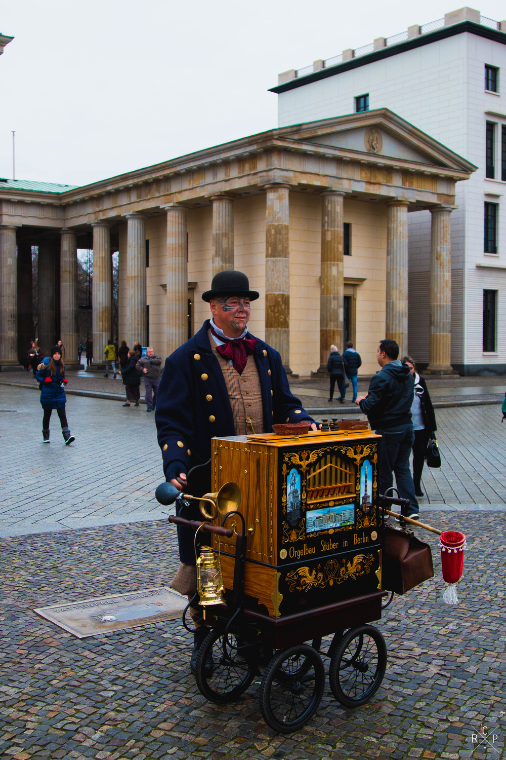 Street Performer 1 - Brandenburg Gate, Berlin, Germany 02/12/2015