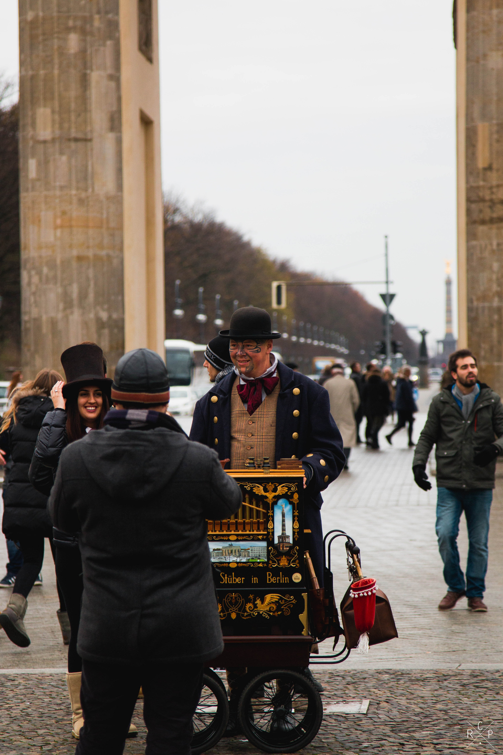 Street Performer 2 - Brandenburg Gate, Berlin, Germany 02/12/2015