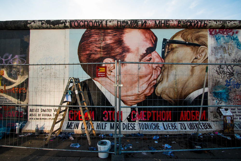 Kissing Politions - East Side Gallery, Berlin, Germany, 03/12/2015