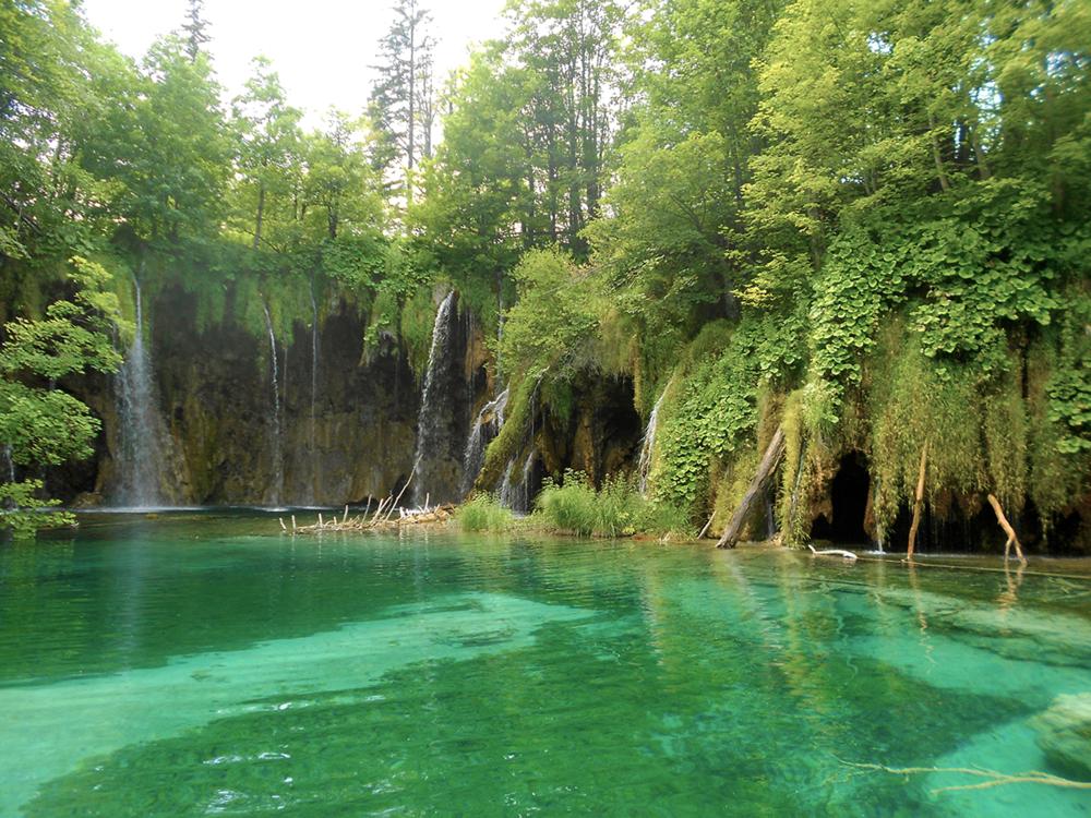 Plitvice Lakes National Parks Croatia waterfalls.png