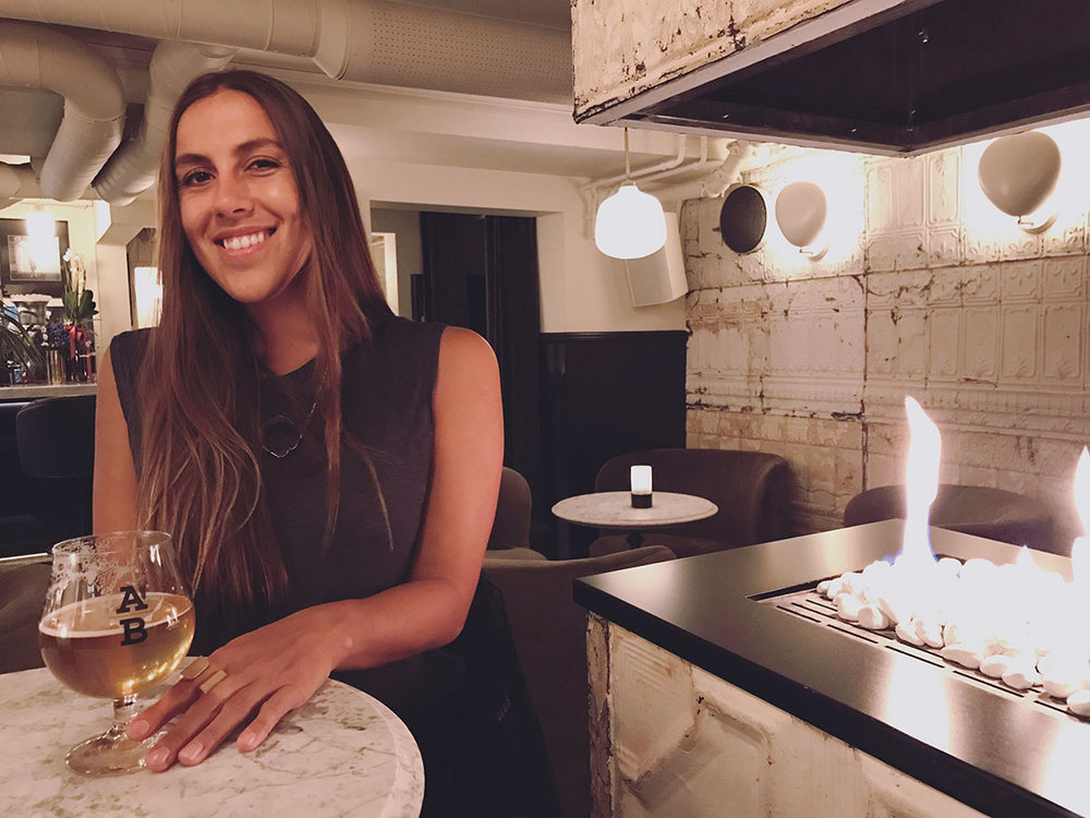 Sapphire & Elm Travel co-founder, Stephanie, enjoying a beer at underbar in oslo