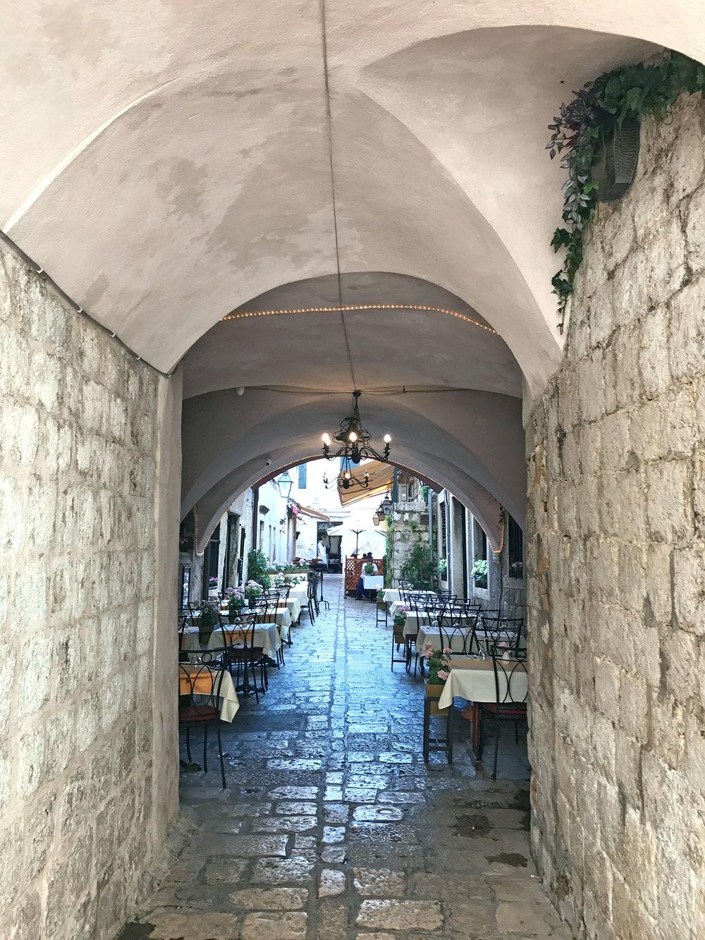 Dubrovnik-Croatia-alley.jpg