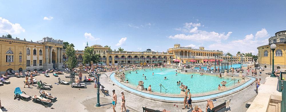 Szechenyi-bath-Budapest-pano.jpg