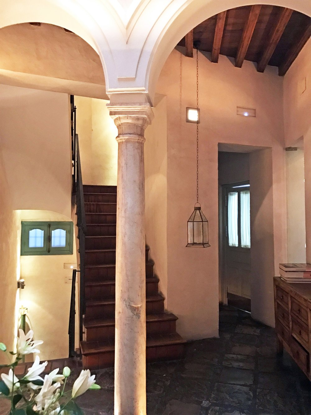 Corral del Rey hotel Seville Spain foyer.jpg