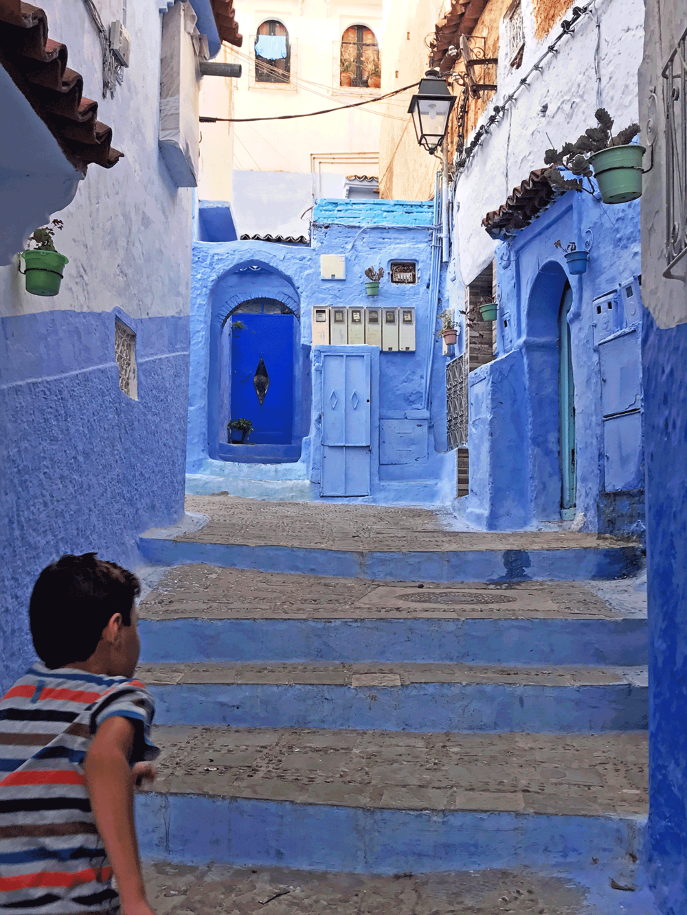 Chefchaouen-Morocco-image-blue-alley-boy-running.png
