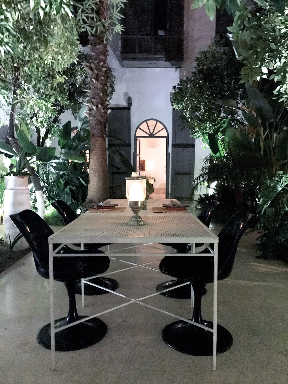 Marrakech-Riad-Mena-courtyard-table.jpg