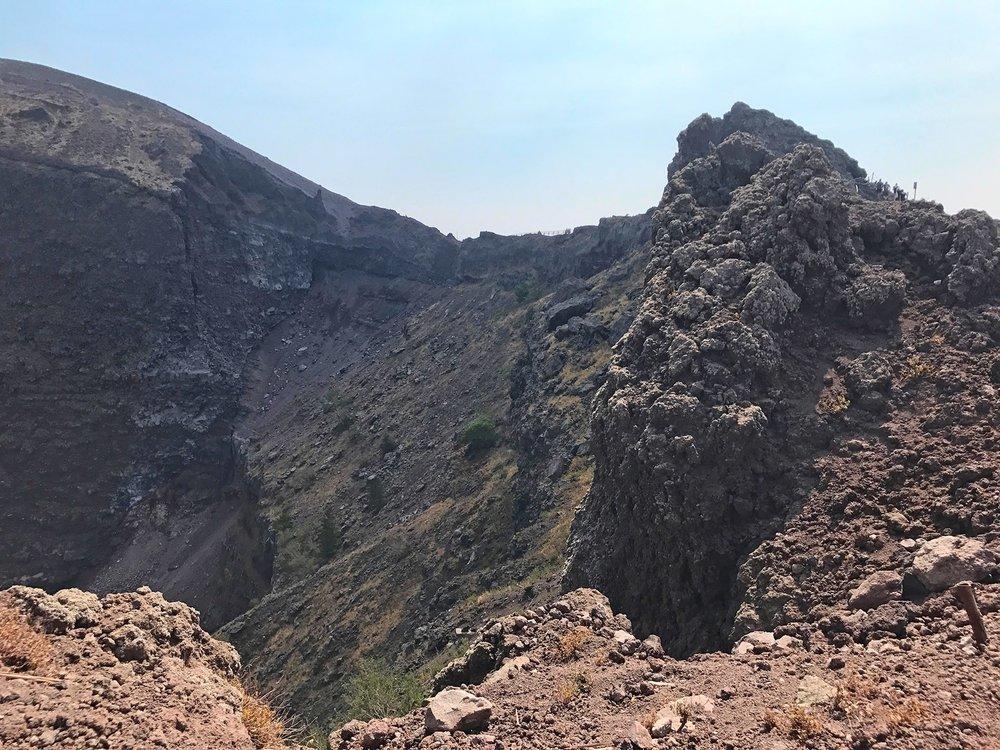 Mount-Vesuvius-Italy-volcano.jpg