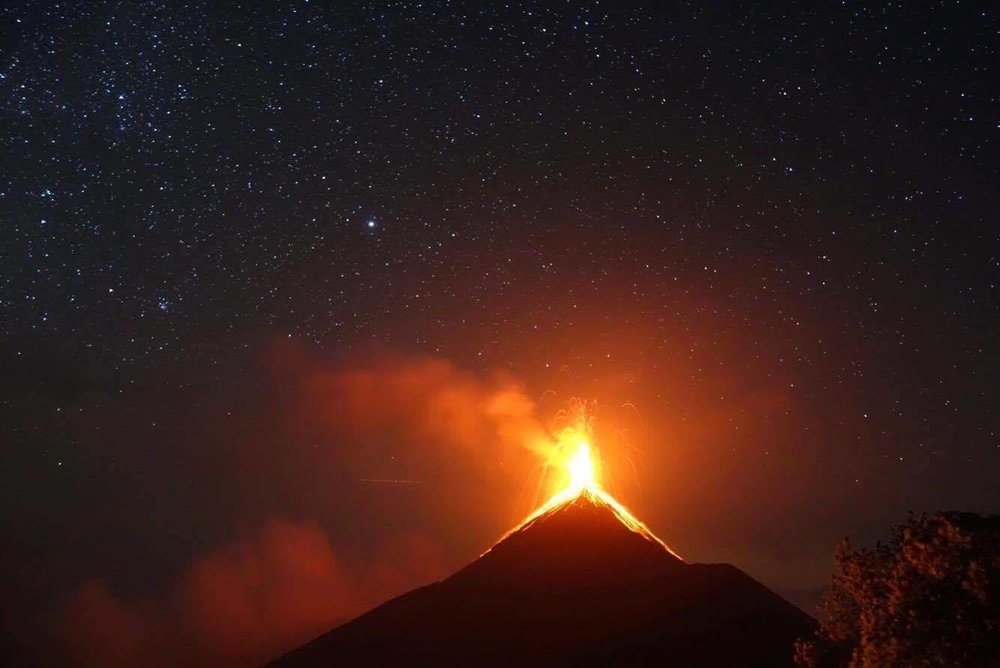View of Volcán de fuego from Acatenango Volcano.
