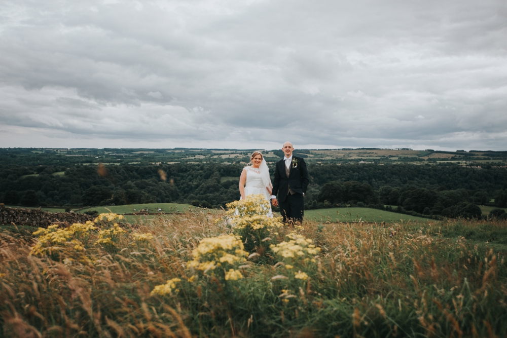 Relaxed natural wedding photos