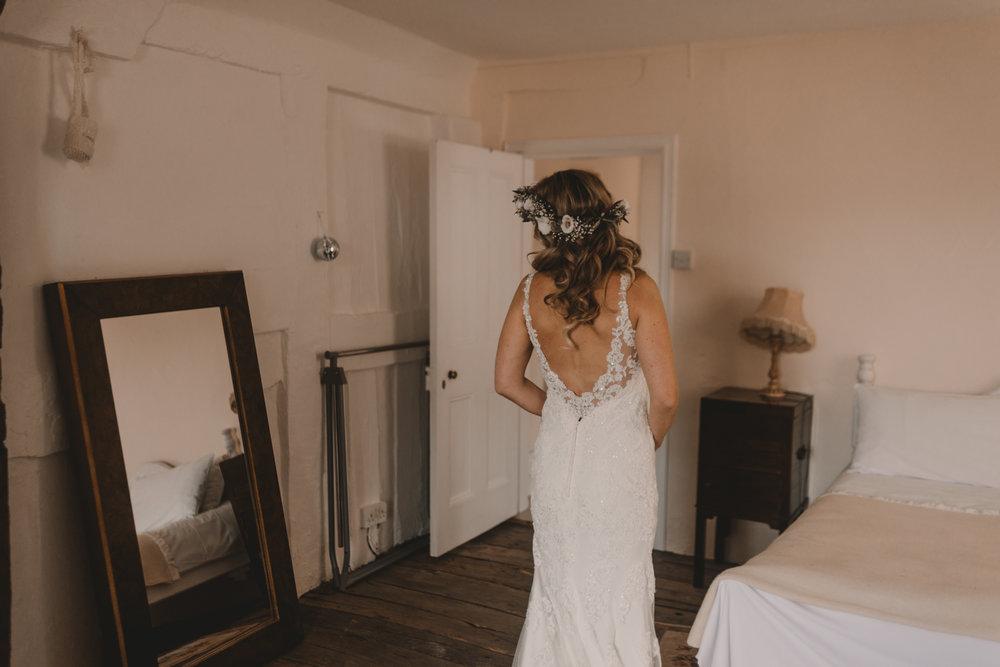 Herefordshire-barn-wedding-highlights-027.jpg