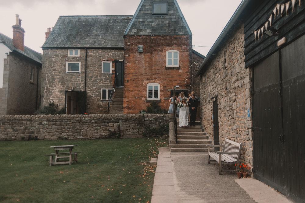 Herefordshire-barn-wedding-highlights-033.jpg