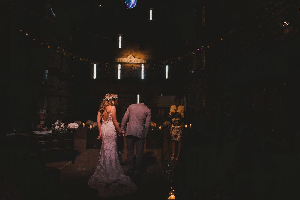 Herefordshire-barn-wedding-highlights-043.jpg