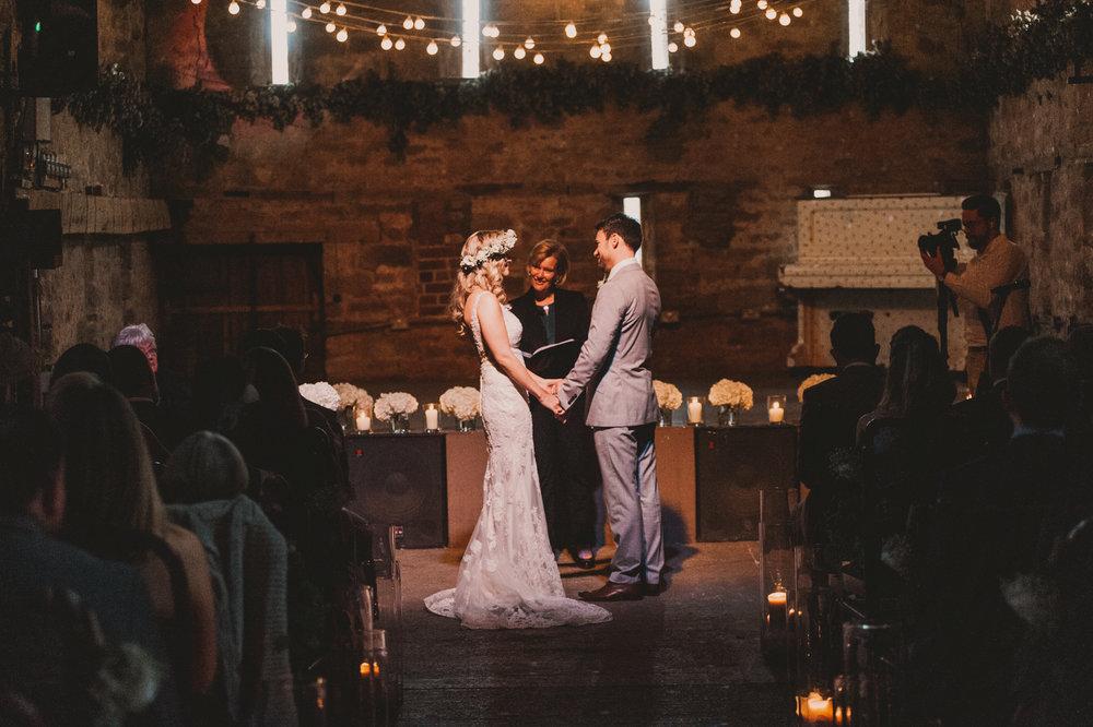 Herefordshire-barn-wedding-highlights-047.jpg