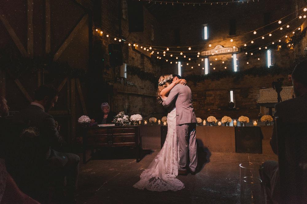 Herefordshire-barn-wedding-highlights-055.jpg