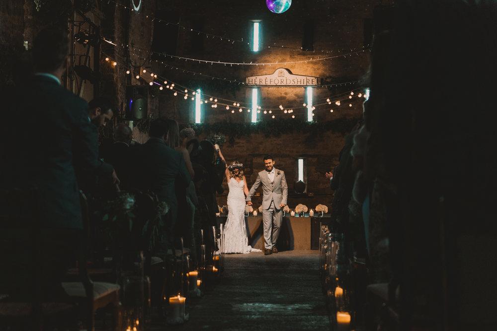 Herefordshire-barn-wedding-highlights-059.jpg