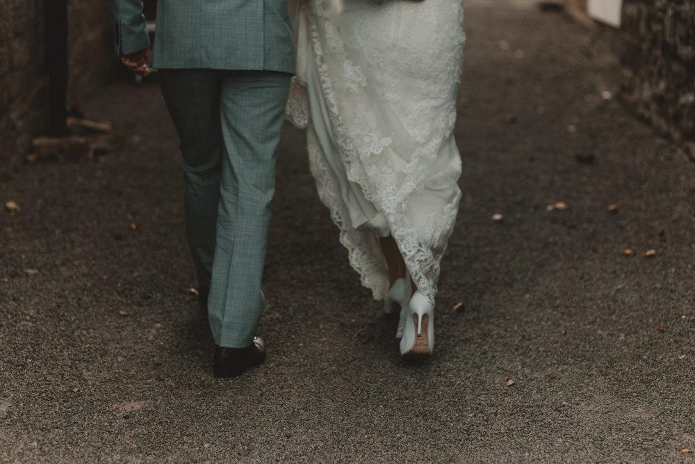 Herefordshire-barn-wedding-highlights-073.jpg