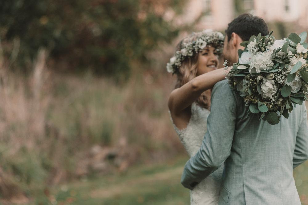 Herefordshire-barn-wedding-highlights-077.jpg