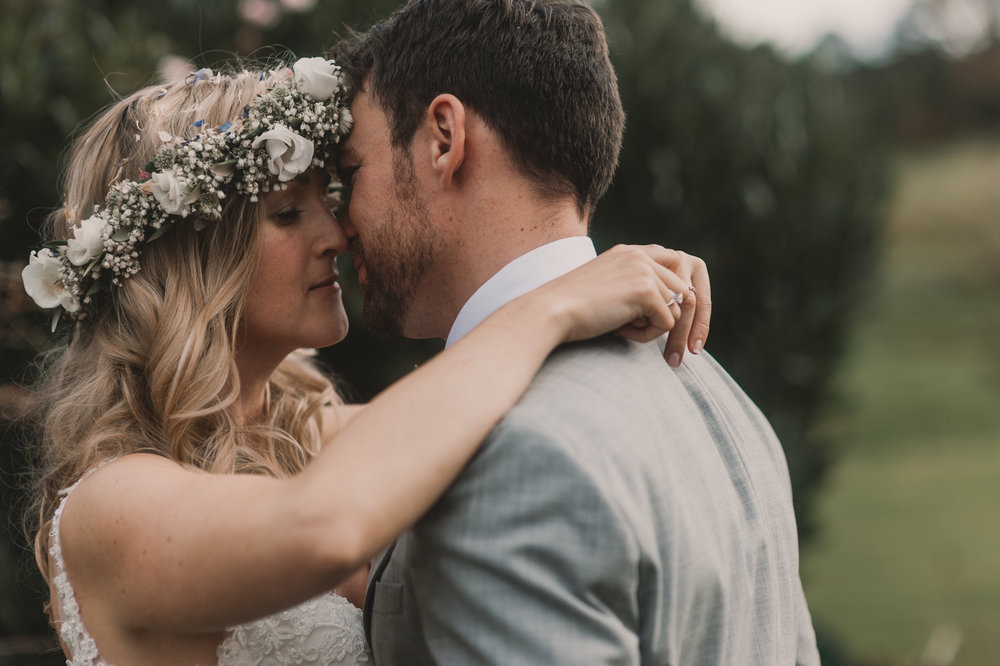 Herefordshire-barn-wedding-highlights-094.jpg