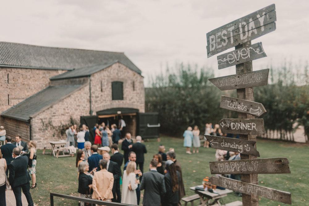 Herefordshire-barn-wedding-highlights-095.jpg