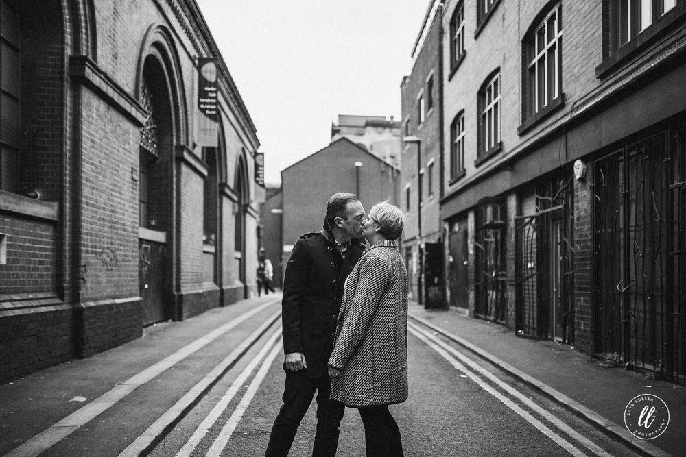 manchester couple-street photography